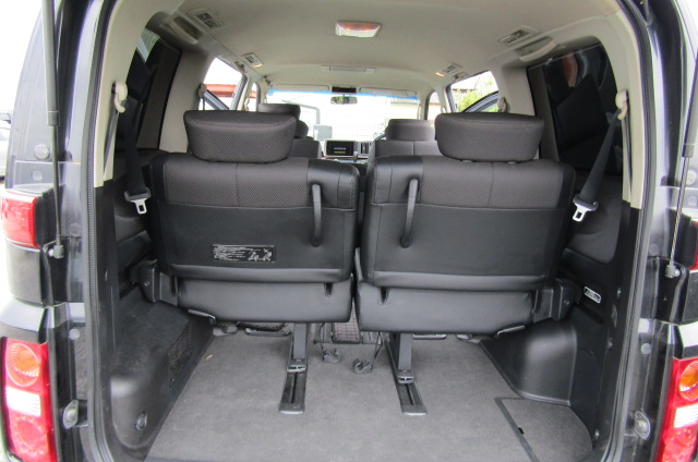 2005 Nissan Elgrand 2.5 V6 Auto ME51 Highway Star 8 Seater MPV (E53)., Interior View Rear Seats x 2
