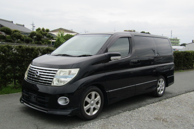 2005 Nissan Elgrand 2.5 V6 Auto ME51 Highway Star 8 Seater MPV (E53)., Front View, Passengers Side, Japanese import cars at All Japanese Motors.