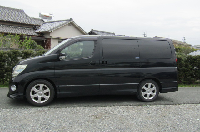 2005 Nissan Elgrand 2.5 V6 Auto ME51 Highway Star 8 Seater MPV (E53)., Side View, Passengers Side