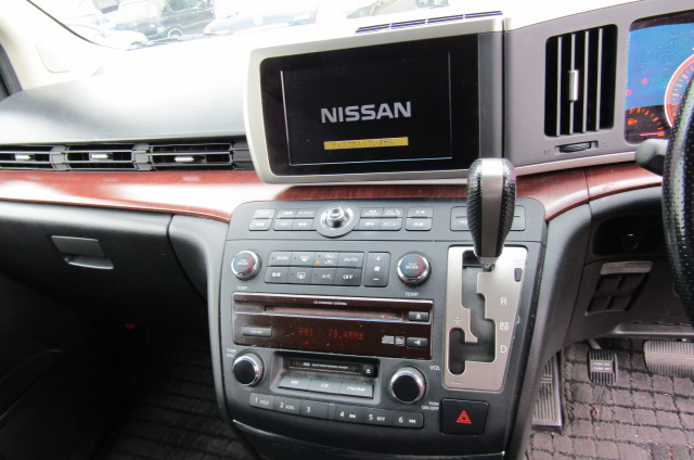 2005 Nissan Elgrand 2.5 V6 Auto ME51 Highway Star 8 Seater MPV (E53)., Interior View Dashboard & Gear Stick