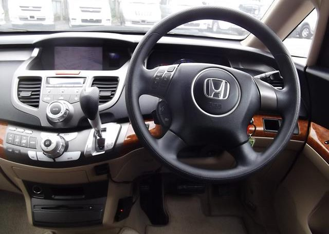 2006 Honda Odyssey 2.4 IVTEC Type M Auto 7 Seater MPV (H74), Interior View Dashboard & Steering Wheel