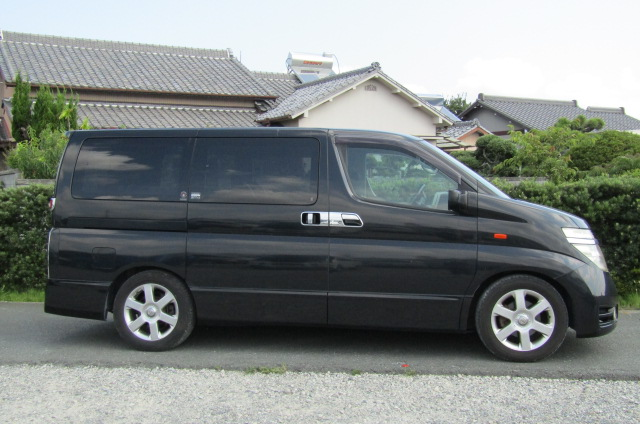 2003 Nissan Elgrand 3.5 V6 Auto Highway Star With Disabled Access Seat With Wheel Chair (A21), Side View, Drivers Side. Import Japanese cars uk.
