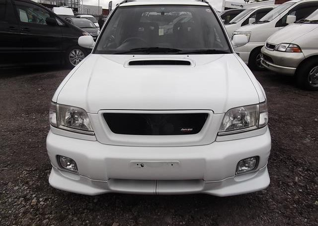 2002 Subaru Forester 2.0 Manual Stb Turbo 4WD Estate, White (S33), Front View. Jap imports.