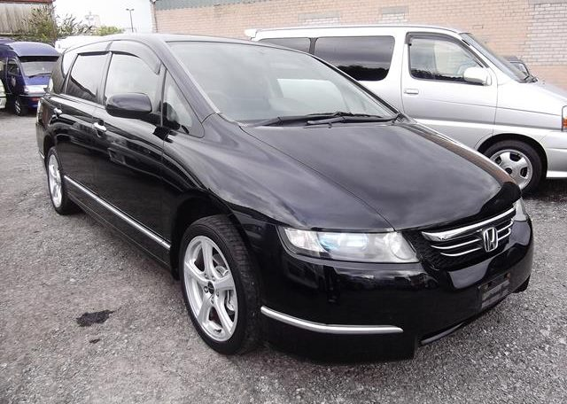 2004 Honda Odyssey 2.4 Ivtec Auto 7 Seater MPV, Black (P9), Front View, Drivers Side
