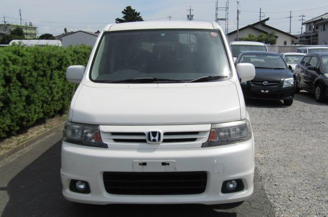 2004 Honda Stepwagon 2.0 Spada Rf5 Auto 8 Seater MPV, White (H72) , Front View, Jap imports