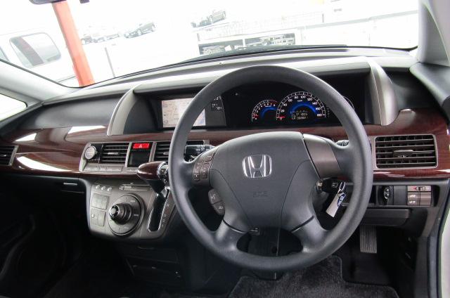 2006 Honda Elysion 2.4 G Aero Vtec Rr1 Auto 8 Seater MPV, White (H85), Interior View Dashboard & Gear Stick