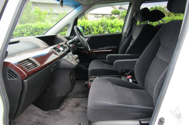 2006 Honda Elysion 2.4 G Aero Vtec Rr1 Auto 8 Seater MPV, White (H85), Drivers Seat, Interior View Dashboard & Steering Wheel (Passengers Side)