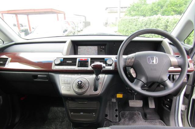 2006 Honda Elysion 2.4 G Aero Vtec Rr1 Auto 8 Seater MPV, White (H85), Drivers Seat, Interior View Dashboard & Steering Wheel