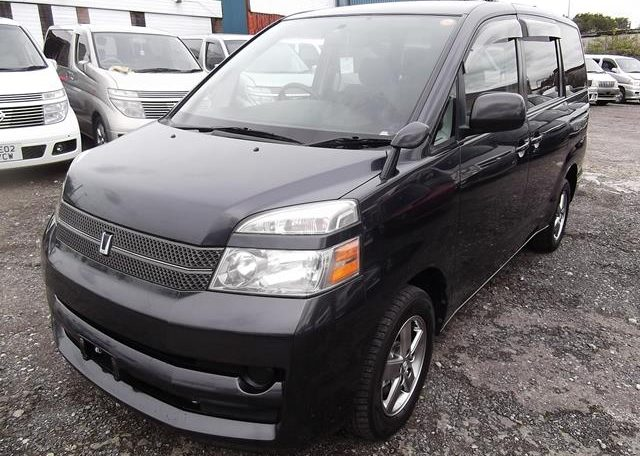 2006 Toyota Voxy 2.0 X Ltd Edn 4WD Auto 8 Seater MPV, Grey (V33), Front View, Passengers Side. Japanese imports for sale.