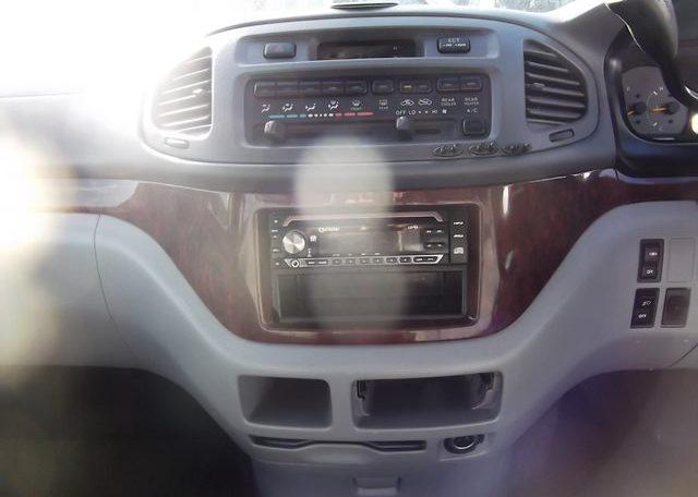 1997 Toyota Regius 3.0 TD Auto 8 Seater MPV (P42), Interior View Dashboard, Steering Wheel & Gear Stick. Japanese import cars uk.