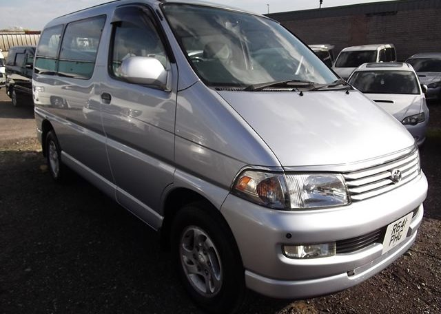 1997 Toyota Regius 3.0 TD Auto 8 Seater MPV (P42), Front View, Drivers Side. Japanese imports.