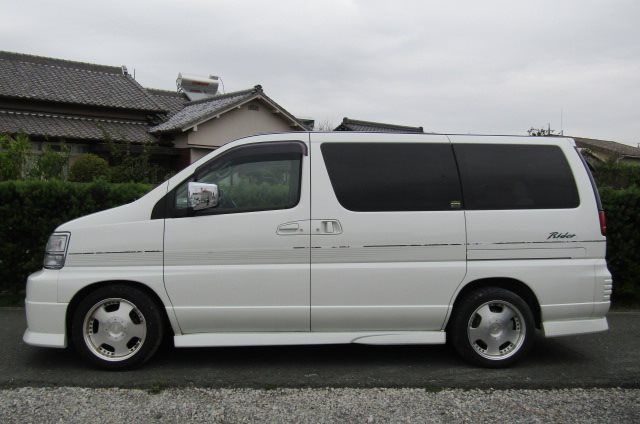 1999 Nissan Elgrand 3.3 V6 Auto Optional 4WD E50 Rider Autec 8 Seater MPV (E8), Side View, Passengers Side