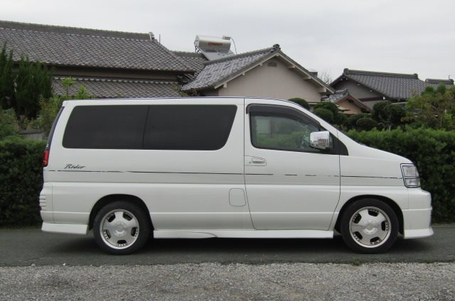 1999 Nissan Elgrand 3.3 V6 Auto Optional 4WD E50 Rider Autec 8 Seater MPV (E8), Side View, Drivers Side. Import Japanese cars uk.