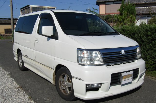 2000 Nissan Elgrand 3.5 Highway Star Auto Optional 4WD 8 Seater MPV (E91), Front View, Drivers Side. Japanese imports.
