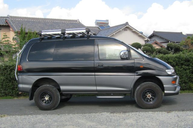 2002 Mitsubishi Delica 3.0 V6 Auto Chamonix Optional 4WD 8 Seater MPV For Sale (R55), Side View, Drivers Side. Japanese car imports UK.