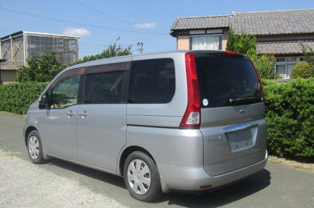2005 NISSAN SERENA 2.0 Auto Disabled Access Electric Wheel Chair 7 Seater MPV (A66), Rear View, Passengers Side. Japanese car imports UK.