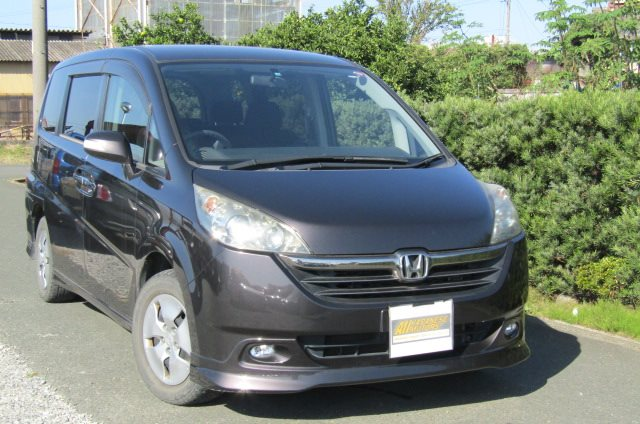 2006 Honda Stepwagon 2.0 GLS Package 4WD Auto 8 Seater MPV (H51), Front View, Drivers Side, Japanese imports.