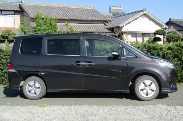 2006 Honda Stepwagon 2.0 GLS Package 4WD Auto 8 Seater MPV (H51), Side View, Drivers Side
