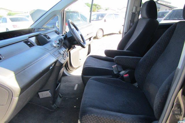 2006 Honda Stepwagon 2.0 GLS Package 4WD Auto 8 Seater MPV (H51), Interior View Passengers Seat, Dashboard & Steering Wheel
