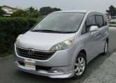 2006 Honda Stepwagon 2.4 Auto Rg3 8 Seater MPV (H68), Front View, Passengers Side, Japanese import cars.