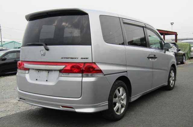 2006 Honda Stepwagon 2.4 Auto Rg3 8 Seater MPV (H68), Rear View, Drivers Side