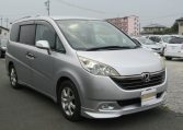 2006 Honda Stepwagon 2.4 Auto Rg3 8 Seater MPV (H68), Front View, Drivers Side, Japanese imports.