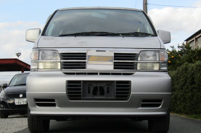 1998 Nissan Elgrand 3.3 E50 Optional 4WD Auto 8 Seater MPV (E87), Front View. Jap imports.