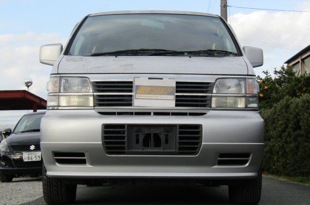 1998 Nissan Elgrand 3.3 E50 Optional 4WD Auto 8 Seater MPV (E87), Front View. Jap imports.