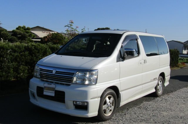 2001 Nissan Elgrand 3.5 Highway Star Auto 8 Seater MPV (E96), Front View, Passengers Side. Nissan Elgrand imports.