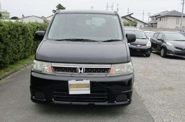 2005 Honda Stepwagon 2.0 Spada Auto 8 Seater MPV (H11), Front View, Jap imports.