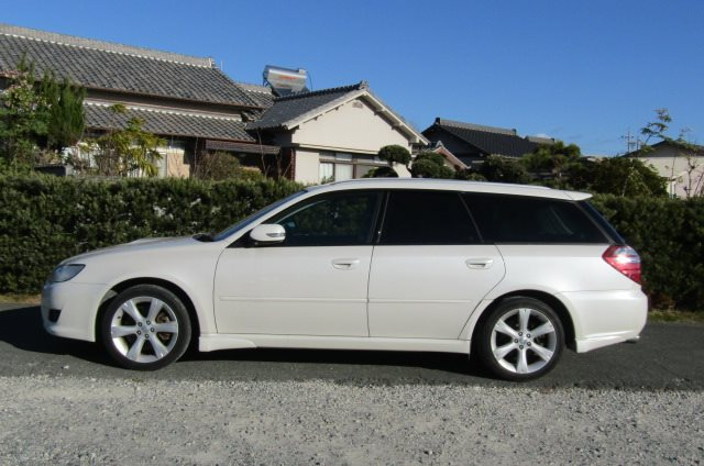 2007 Subaru Legacy 2.0 Gt Si Drive B Spec 4WD Faceligt Auto Estate (S63), Side View, Passengers Side. Import Japanese cars uk.