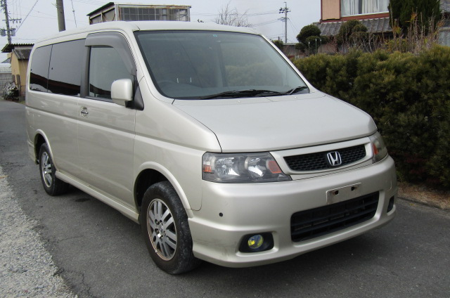 2004 Honda Stepwagon 2.0 4wd Spada Auto 8 Seater MPV (H5), Front View, Drivers Side. Japanese imports.