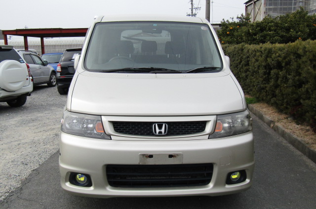 2004 Honda Stepwagon 2.0 4wd Spada Auto 8 Seater MPV (H5), Front View. Jap imports.