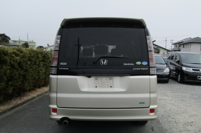 2004 Honda Stepwagon 2.0 4wd Spada Auto 8 Seater MPV (H5), Rear View. Japanese import cars.
