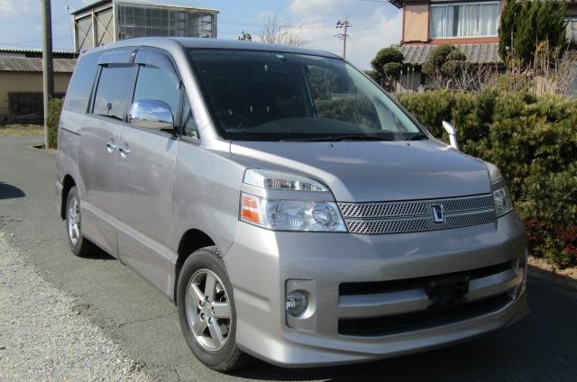 2006 Toyota Voxy 2.0 Auto Z Kirameki 8 Seater MPV (V44), Front View, Drivers Side. Japanese imports.