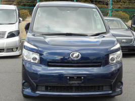 2007 Toyota Voxy 2.0 Facelift Ltd Edn Auto 8 Seater MPV (V90), Front View. Jap imports.