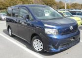 2007 Toyota Voxy 2.0 Facelift Ltd Edn Auto 8 Seater MPV (V90), Front View, Drivers Side. Japanese imports.