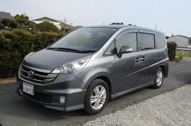 2008 Honda Stepwagon 2.4 Spada 24 Z Auto 8 Seater MPV (H36), Front View, Passengers Side. Japanese imports for sale.
