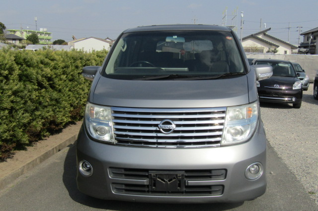 2006 Nissan Elgrand 2.5 Highway Star Optional 4wd Auro 8 Seater MPV (E66), Front View. Jap imports.