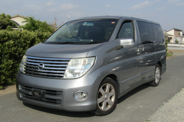 2006 Nissan Elgrand 2.5 Highway Star Optional 4wd Auro 8 Seater MPV (E66), Front View, Passengers Side. Japanese imports for sale.