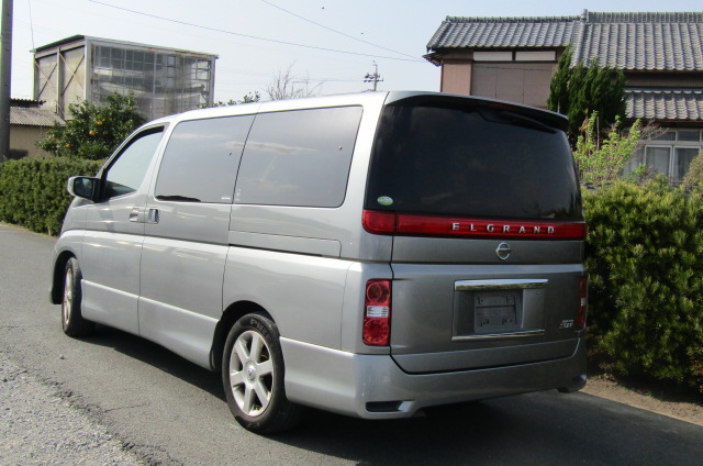 2006 Nissan Elgrand 2.5 Highway Star Optional 4wd Auro 8 Seater MPV (E66), Rear View, Passengers Side. Japanese car imports UK.