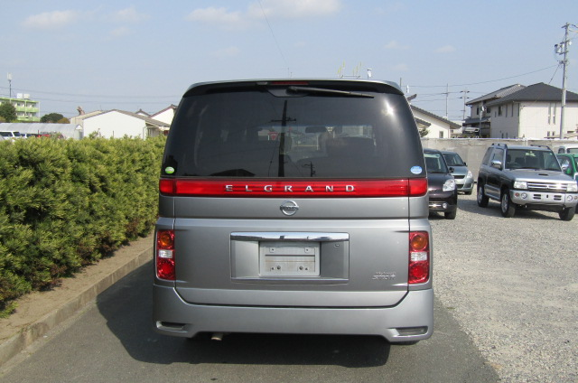 2006 Nissan Elgrand 2.5 Highway Star Optional 4wd Auro 8 Seater MPV (E66), Rear View. Japanese import cars.
