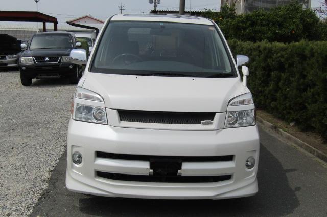 2007 Toyota Voxy 2.0 GZ Kirameki Auto 8 Seater MPV (V40), Front View. Jap imports.