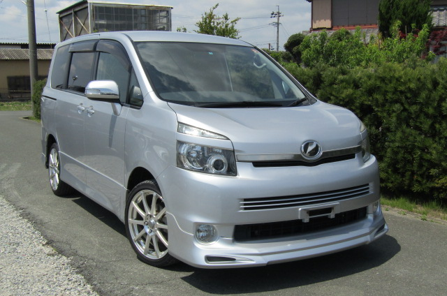 2007 Toyota Voxy 2.0 Zs Valve Matic Facelift Auto 8 Seater MPV (V28), Front View, Drivers Side. Japanese imports.