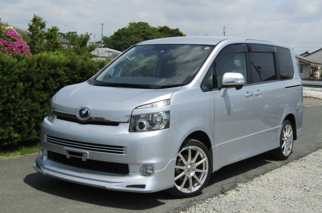 2007 Toyota Voxy 2.0 Zs Valve Matic Facelift Auto 8 Seater MPV (V28), Front View, Passengers Side. Japanese imports for sale.