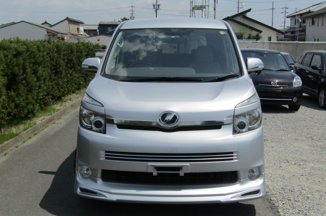 2007 Toyota Voxy 2.0 Zs Valve Matic Facelift Auto 8 Seater MPV (V28), Front View. Jap imports.
