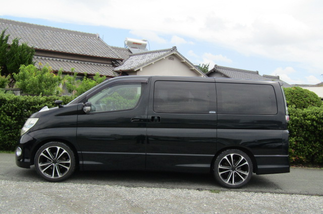 2005 Nissan Elgrand 2.5 E51 Highway Star Auto 8 Seater MPV (E29), Side View, Passengers Side