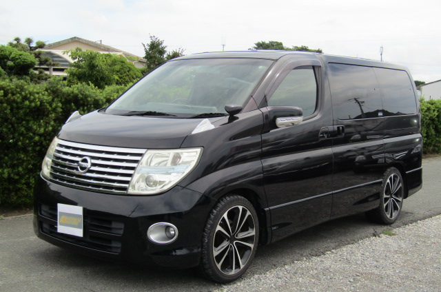 2005 Nissan Elgrand 2.5 E51 Highway Star Auto 8 Seater MPV (E29), Front View, Passengers Side. Japanese imports for sale.
