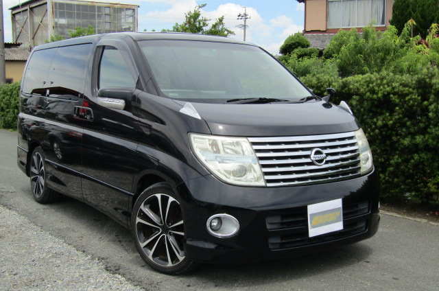2005 Nissan Elgrand 2.5 E51 Highway Star Auto 8 Seater MPV (E29), Front View, Drivers Side. Japanese imports.