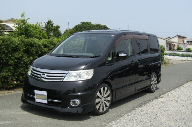 2007 Nissan Serena 2.0 Highway Star Auto 8 Seater MPV (Y14), Front View, Passengers Side, Japanese import cars.